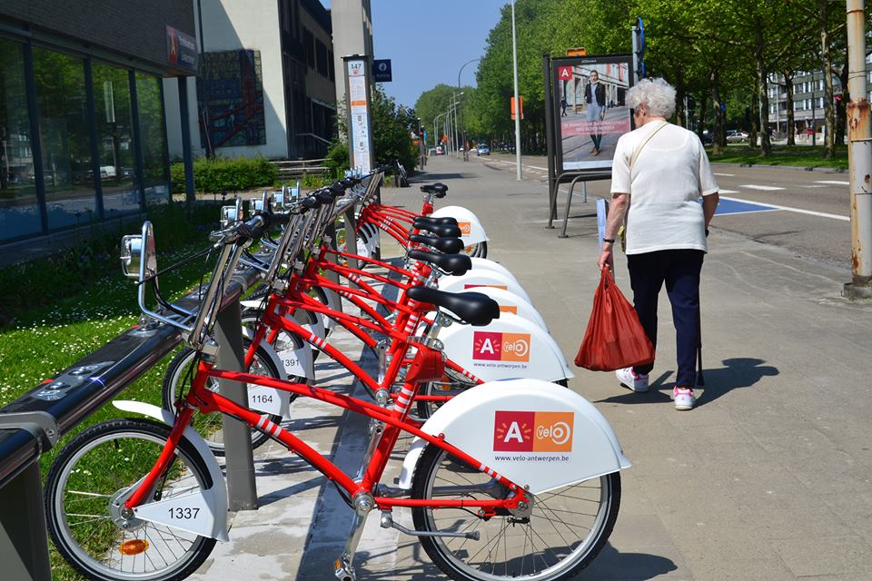Cycle, cycle everywhere! How I wonder where we'll go!at Linkeroever